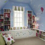 шкафы в детской вокруг окна