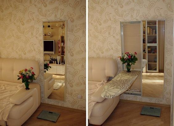 встроенная в зеркало откидная гладильная доска