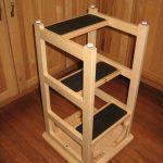 высокий барный стул с ступеньками
