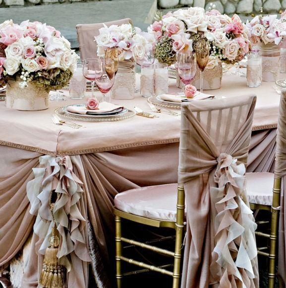Чехлы на стулья эсть деталью праздничного декора