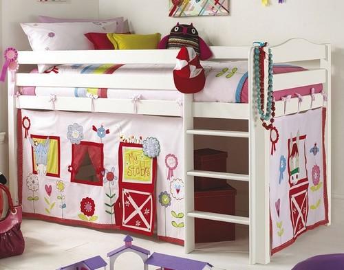 Дизайн детских комнат маленьких с кроватью-чердаком