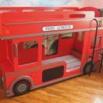 Двухъярусная кровать-автобус красного цвета