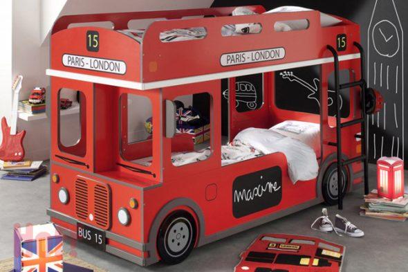 Двухярусная кровать-машинка красного цвета