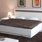 двуспальная кровать подъемная в спальне