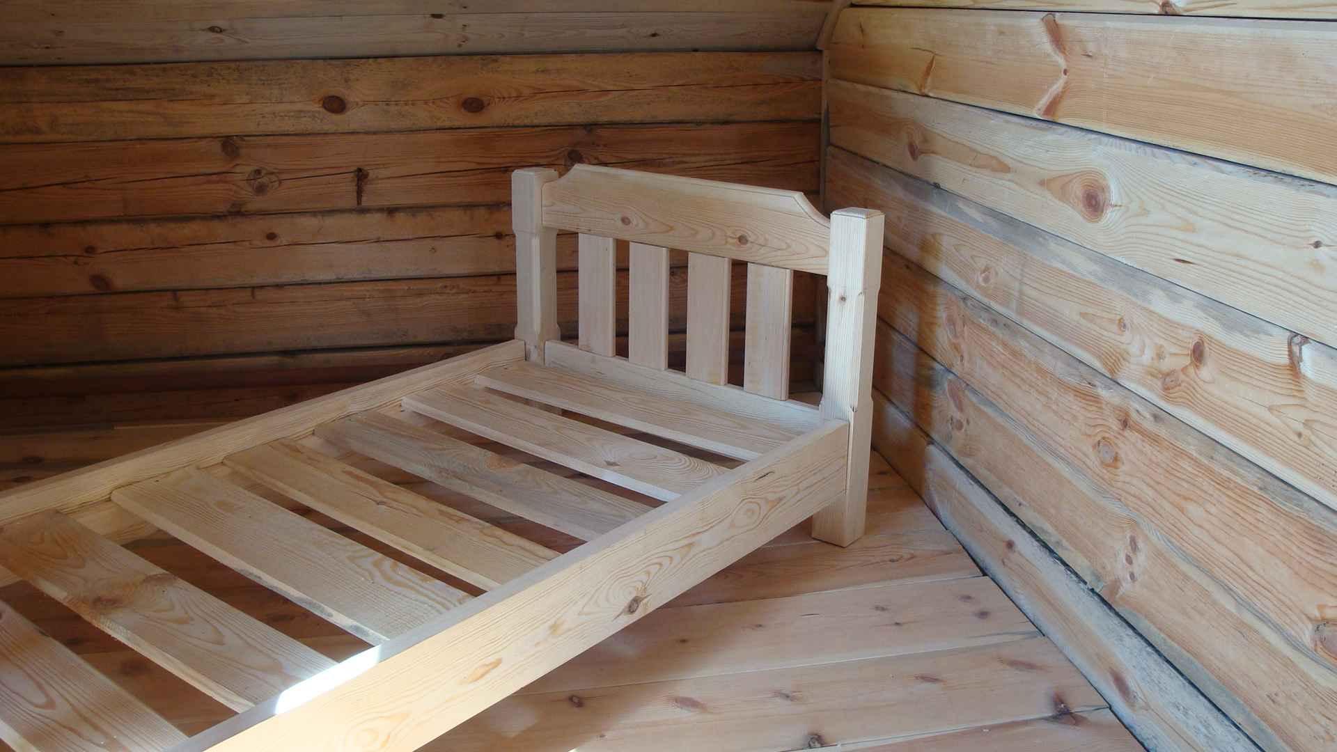 Как сделать кровать своими руками из дерева видео уроки