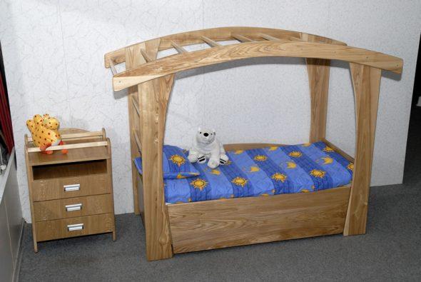 Кровать из дерева для детей от 3 лет