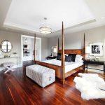 кровать из массива дерева стильная