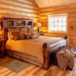 кровать из массива дерева в интерьере фото