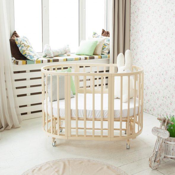 Кровать-трансформер нежного цвета