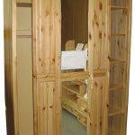 Шкаф-купе из дерева