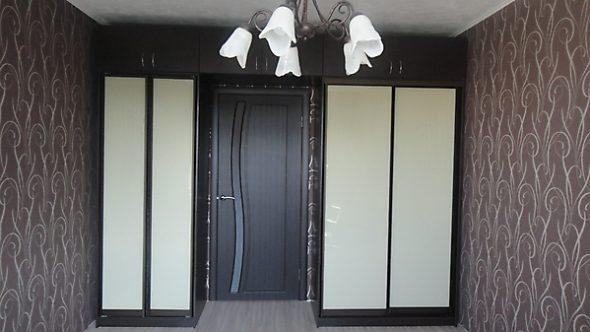 Шкафы купе с антресолью над дверью