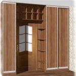 Шкафы вокруг двери в комнату