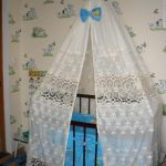 Устройство для балдахина на детскую кроватку