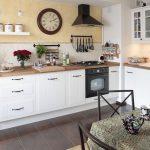 белый кухонный интерьер