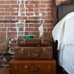 чемоданы в роли тумбы