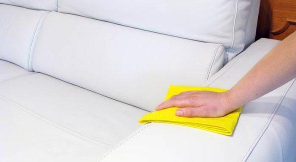 чистить белый и темный кожаный диван