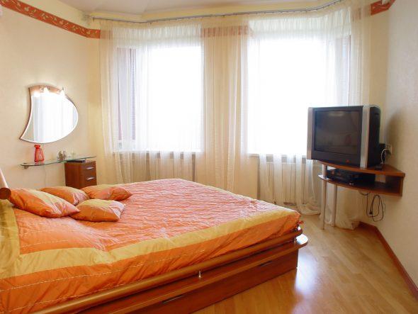 диагональное расположение кровати в спальне