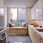 дизайн кухни 10 кв. м. с диваном фото