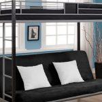 двухъярусная кровать для взрослых с белыми подушками