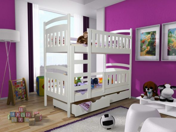 двухэтажную кроватку для двоих детей