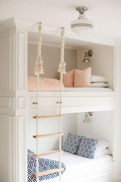 кровать с канатной лесенкой