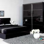 интерьер спальни черно-белого цвета