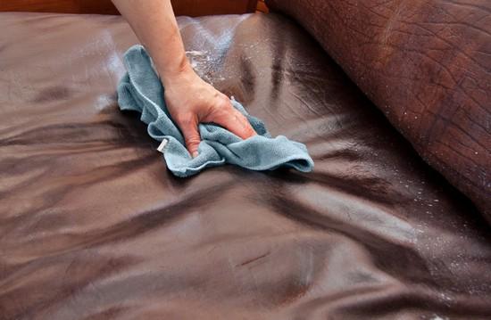 отмыть пятна с дивана