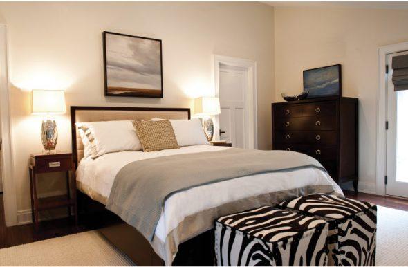красивая большая кровать