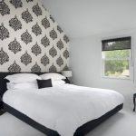 красивая черно-белая спальня