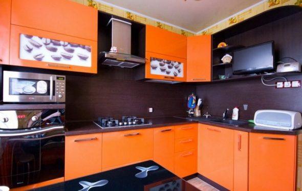 красивый апельсиновый гарнитур