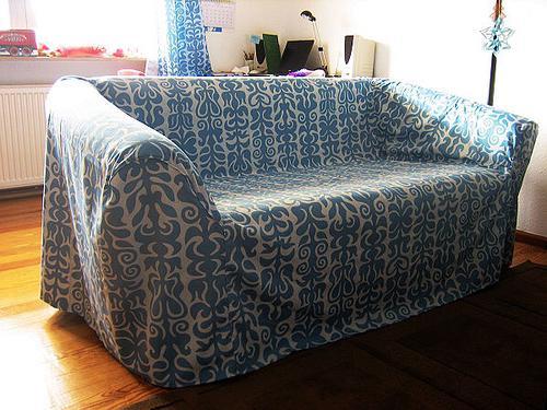 красивый чехол на диван