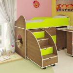 кровать детская со столом и лесницей