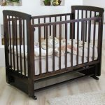 кроватка маятник для детей