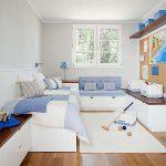 маленькая детская комната светлого цвета