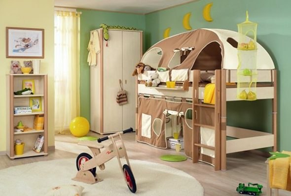 обставить маленькую детскую комнату