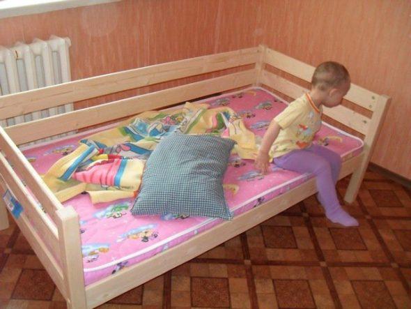 сделать самому кровать для ребенка фото