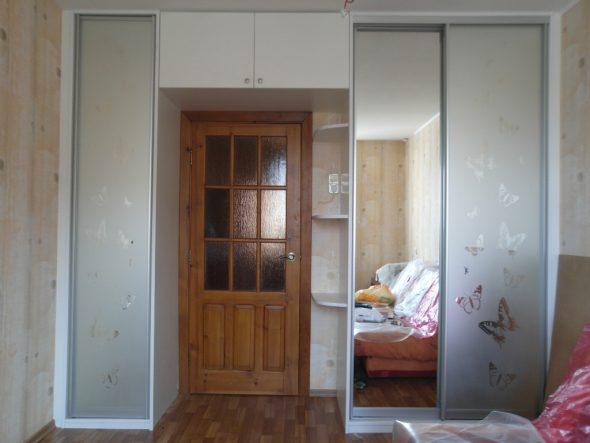 шкаф купе с открытой нишей для двери
