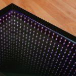 стол с эффектом бесконечности фиолетовая подсветка