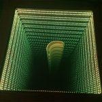 стол с эффектом бесконечности иллюзия