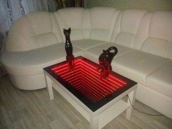 стол с красной подсветкой