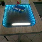 стол с эффектом бесконечности в интерьере
