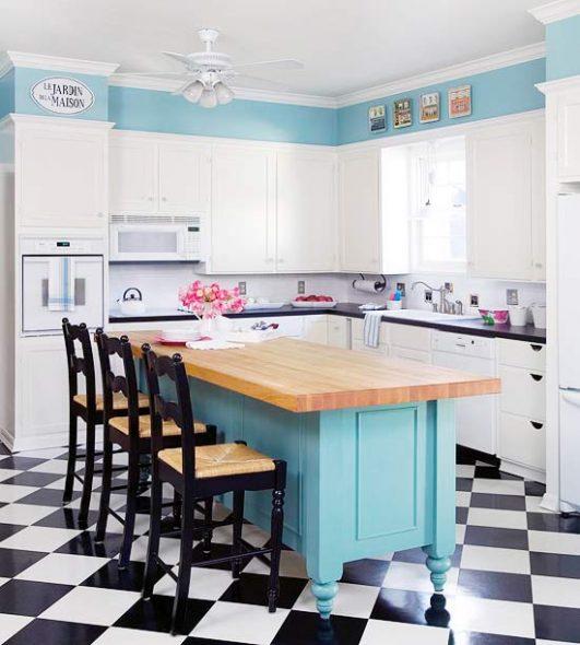 пол в светлой кухне