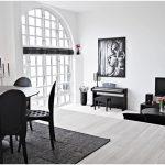 зал с черной мебелью
