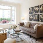 белая мебель с коричневым в гостиной