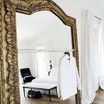Большое зеркало в квартиру