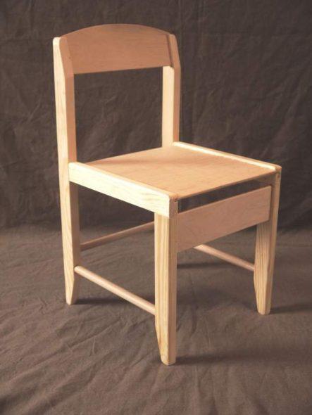 Деревянный стульчик для детского сада