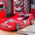 Детская кровать-машинка красного цвета