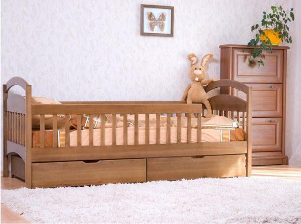 Детская кровать с бортиками и ящиками от 3 лет