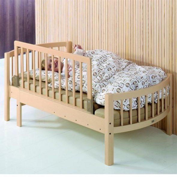 Детская кровать с выдвижным бортиком