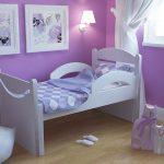 детская кровать с бортиками сиреневая спальня